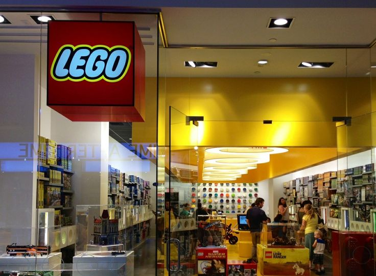 Lego Store in Las Vegas! No clue who walked in front of me ...