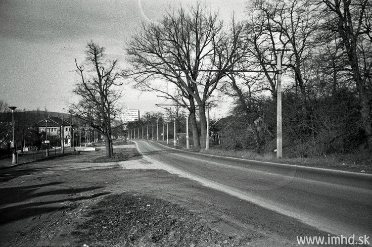 Pražská ulica, keď ešte bola úzka