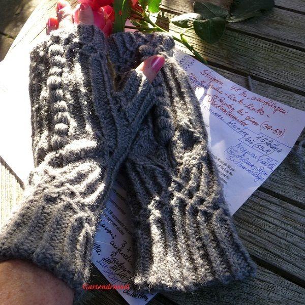Handstulpen mit Daumen nach eigenen Maßen gestrickt, passend zur Lavinia-Tunika