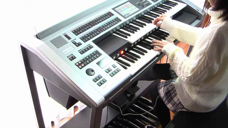 Young Japanese Girl Plays a Masterful Rendition of the Star Wars Theme On an Electric Organ