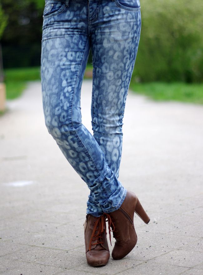 DIY leopard print jeans with bleach
