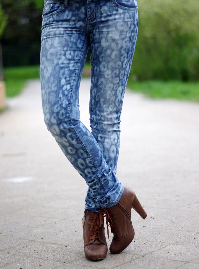 DIY leopard print jeans with bleach
