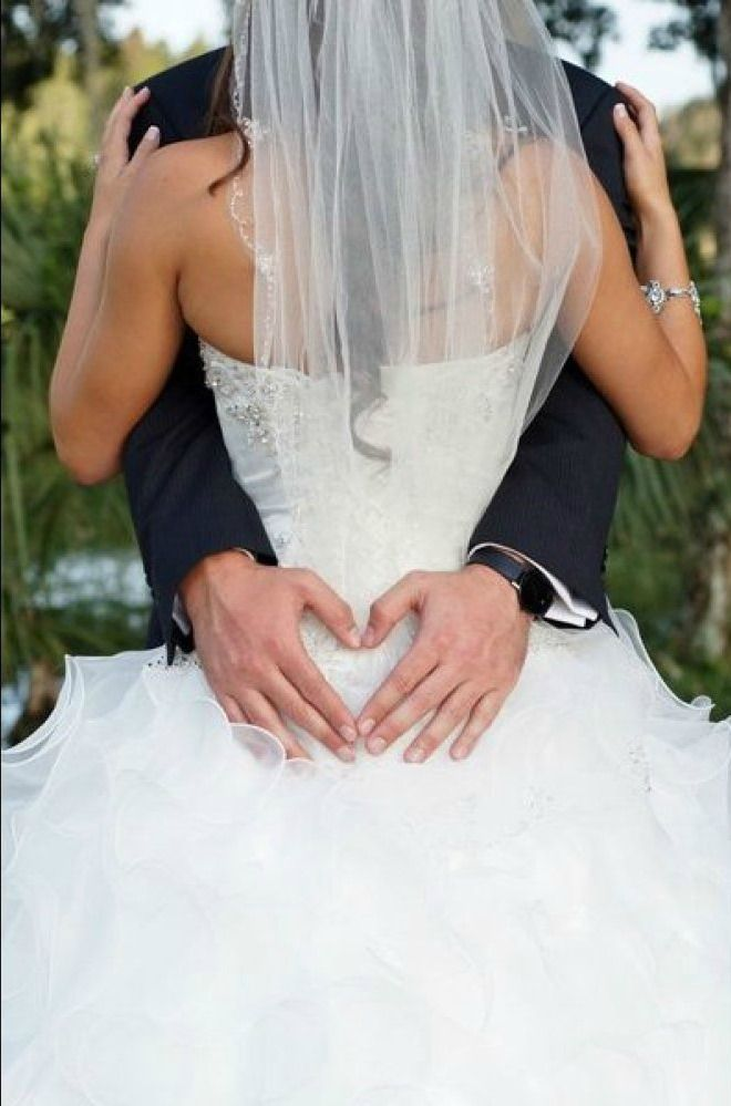 12 romantic wedding photos you simply must get on your big day! | Photo: Ashfall Mixed Media, Inc.