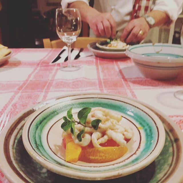 Private dinner  party @villabritannia .Marinated #shrimps  with #sicilian orange and grapefruit salad .#taormina #sicily #villabritannia #siciliancookinglesson