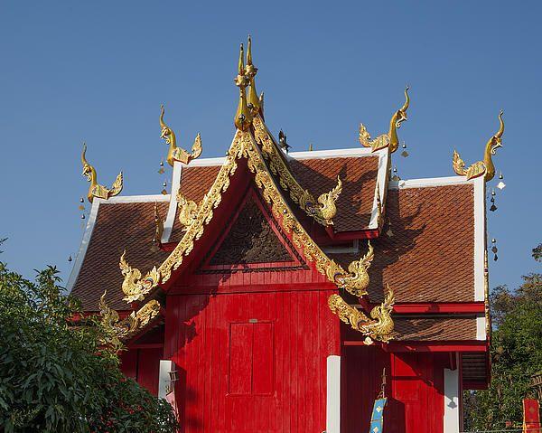 2013 Photograph, Wat Sri Don Chai Ho Tham (Library) Gables, Tambon Chang Khlan, Mueang Chiang Mai District, Chiang Mai Province, Thailand. © 2013.  ภาพถ่าย ๒๕๕๖ วัดศรีดอนไขย หน้าจั่ว หอธรรม ตำบลช้างคลาน เมืองเชียงใหม่ จังหวัดเชียงใหม่ ประเทศไทย