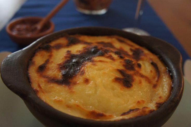 El pastel de papas es una de las recetas más clásicas y familiares en chile. El plato mezcla pino de carne, aceituna, huevo duro,pollo y puré. Delicioso!