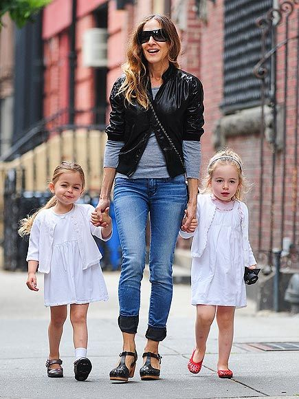 Sarah Jessica Parker and her budding stylistas, 3½-year-old twins Tabitha and Loretta, don contrasting colors for a Wednesday afternoon stroll around New York City (May 29, 2013).