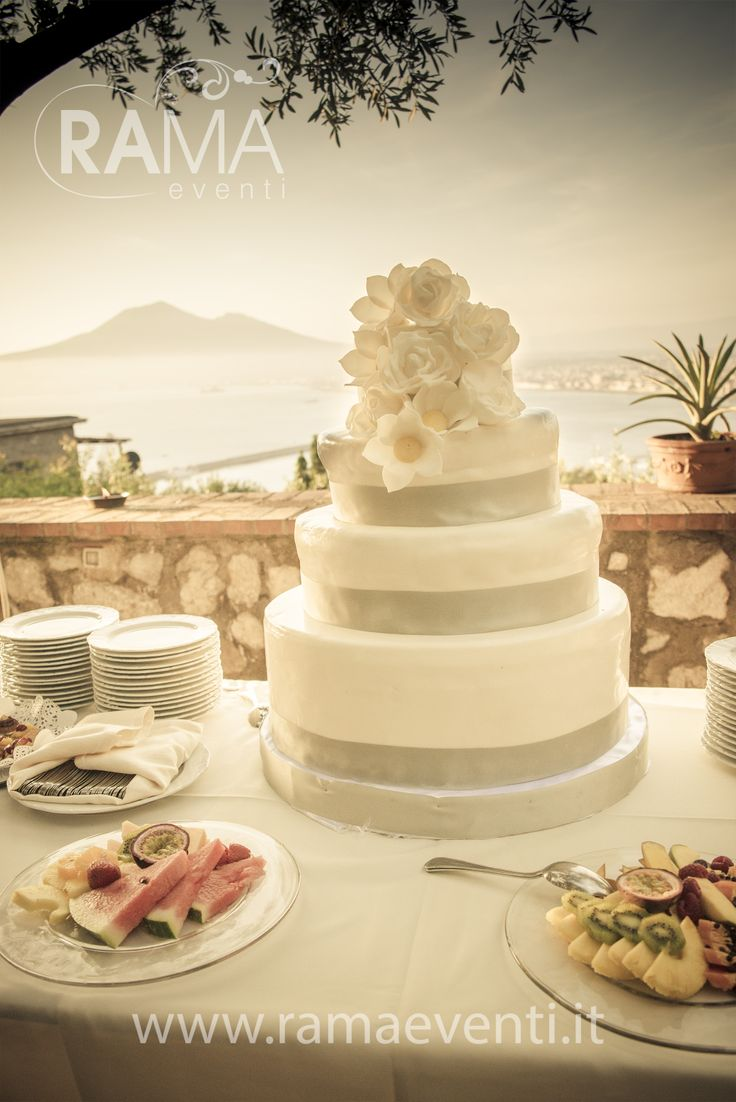 wedding cake su sfondo partenopeo