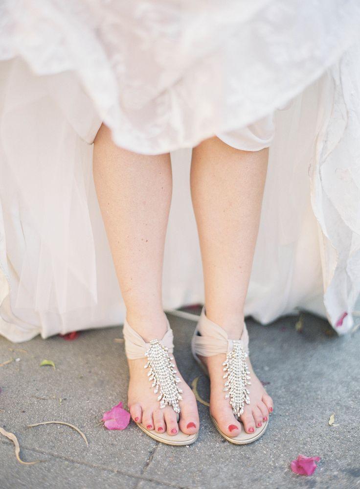 #sandalen #bruidsschoenen #trouwschoenen #bruiloft #trouwen #bruiloft #inspiratie #wedding #bridal #shoes #flats #inspiration | Photography: Jen Huang | ThePerfectWedding.nl