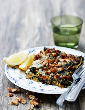Spinatlasagne med gulerod og valnødder  En god og sund lasagne uden kød