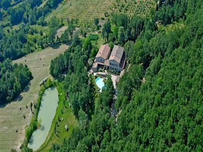 BOOK AGRITURISMO LA CONTRA IN £ 87 PER NIGHT: A FINELY RENOVATED, HARMONIOUS STONE COMPLEX OVERLOOKING THE VALLEY OF THE CORNIA RIVER
