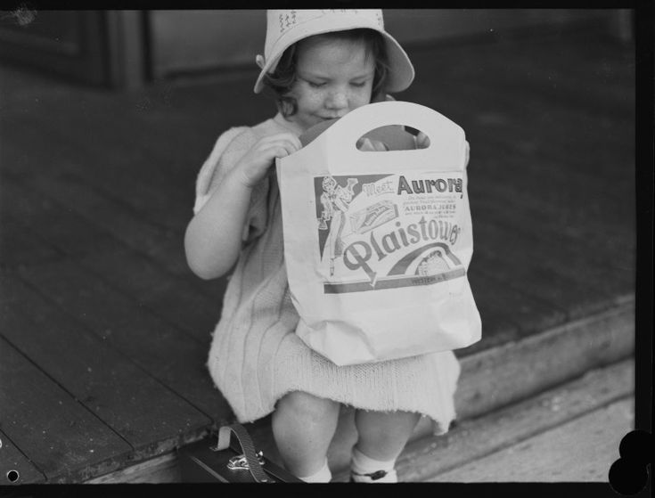 046488PD: Girl with Plaistowes show bag, c1939.  http://encore.slwa.wa.gov.au/iii/encore/record/C__Rb2395964__SPerth%20Royal%20Show%2C%20October%201939__Orightresult__U__X6?lang=eng&suite=def