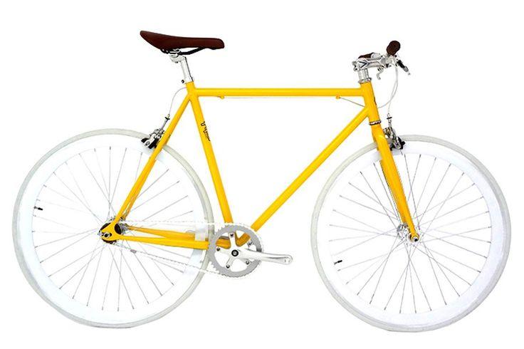 Pepita Valletta Fixie Fiets   Frame en voorvork: Steel 1 1/8 TIG gelast.  Bottom Bracket: 68 x 103 mm. sealed.  Crankset: 1170 mm. 44D.  Pedalen: Alloy Crown met reflectoren.  Naaf: Aluminum sealed flip flop.  Wielen: Aluminum low profile wheel flip flop 700C met remrand.  Banden: CST 700x23C (90 P.S.L 6.3bar 630KPa).  Ketting: KMC.  Zadel: PU soft rigid plastic base en stalen rails.  Stuurpen: Chromium alloy clamp 25.4 mm.  Handlebars (stuur): Riser 480mm.  Remmen: Alloy hendel en brug…