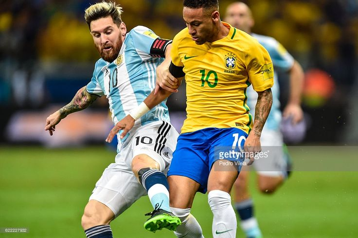Neymar #10 of Brazil and Messi #10 of Argentina battle for the ball during a match between Brazil and Argentina as part 2018 FIFA World Cup Russia Qualifier at Mineirao stadium on November 10, 2016 in Belo Horizonte, Brazil.