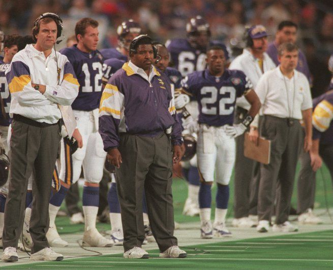 Head Coach, Dennis Green 1992-2002 See the Tall OC to his left? Brian Billick