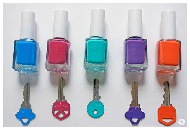 Este es un #tip muy útil para que reconozcas fácilmente tus llaves <<< Usa los esmaltes que más te gustan y personaliza las tuyas <<< #OFFCORSS