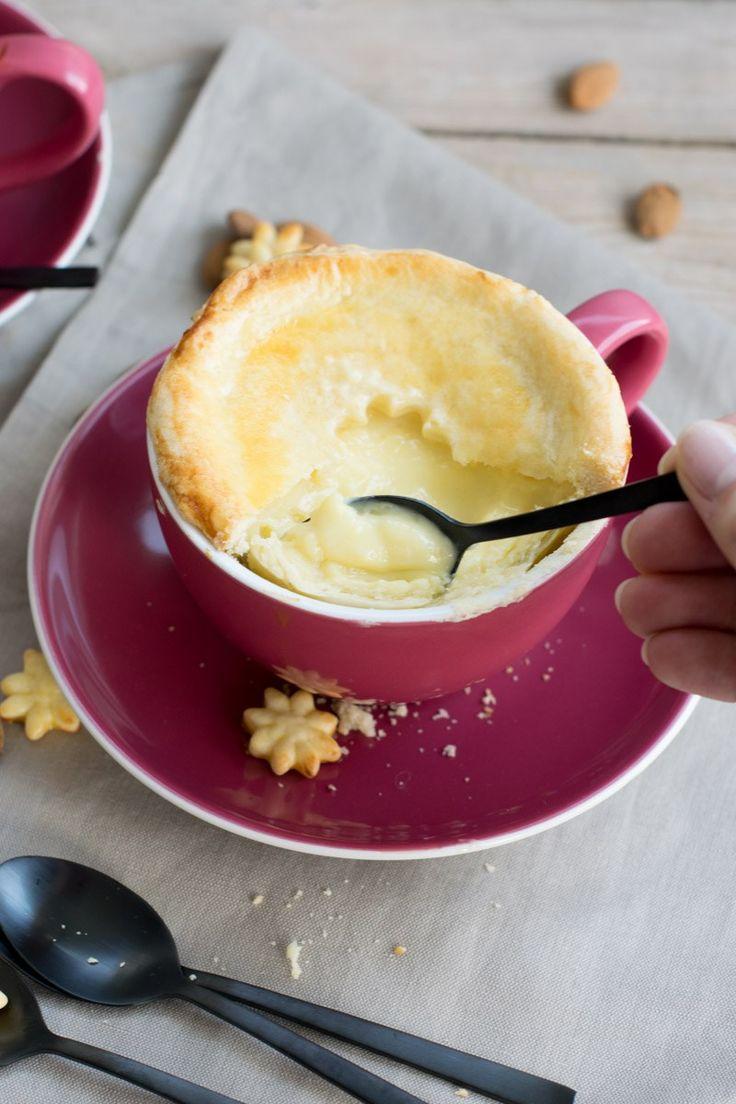 Süßer Tassenpie mit Vanillepudding und Mandeln vonden [Foodistas]
