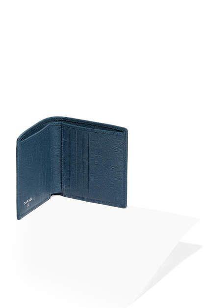 Petit portefeuille, chèvre grainée & métal argenté émaillé-bleu - CHANEL