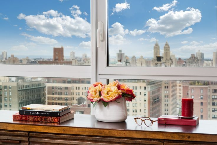 Eine Tasse Tee, ein gutes Buch und ein atemberaubender Ausblick auf New York: alles was ich brauche! #tea #book #NY #luxuryapartment http://de.luxuryestate.com/p33045241-apartment-etagenwohnung-zu-verkaufen-new-york-city