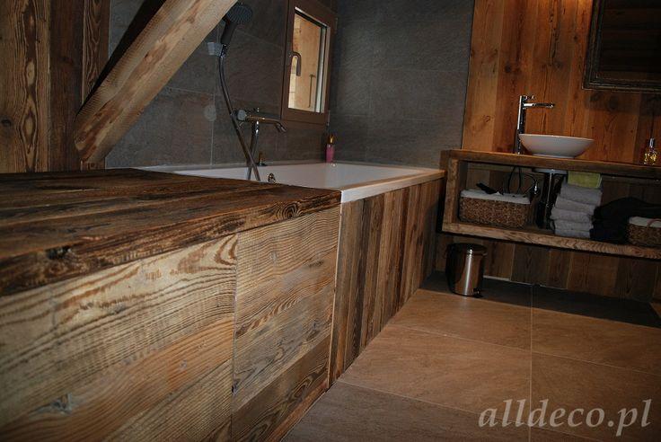 Łazienka wykończona w starym drewnie/ Amenagement de la salle de bain en vieux bois