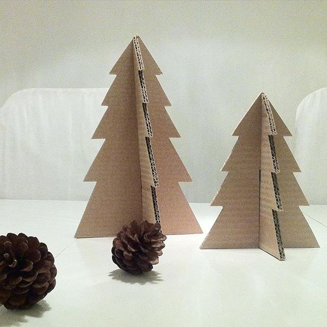#diy#pyssel #julpyssel #christmasdiy #craft #create #cardboard #kartong#återbruk #recycle #handmade #handcraft #julpynt #decor #decoration #kottar #pinecones #natur #nature #simplebeauty #finahem #interior #interiør #interior4all #interior_and_living #interior_november #interiormagasinet#gran #julgran #christmastree