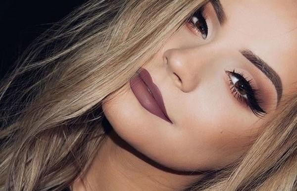 Foto: PinterestJá faz tempo que o batom matte está entre os itens de maquiagem mais requisitados das mulheres. Mas, desde que Kylie Jenner – irmã da socialiate
