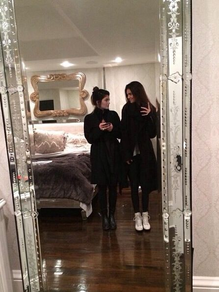 Kendall Jenner bedroom                                                                                                                                                                                 Plus