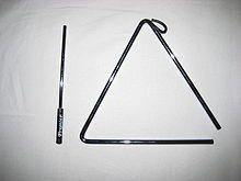 Triangl je bicí hudební nástroj, cinká se na něj železnou paličkou a je zavěšen na krátkém provázku, za který se drží. Triangl vypadá jako rovnostranný trojúhelník s oblými vrcholy, u jednoho vrcholu rozdělený (pro lepší ozvěnu zvuku).
