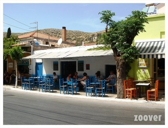 <3 Nice place to take a drink or a coffee. Samos-Pythagorion-Corner mainstreet