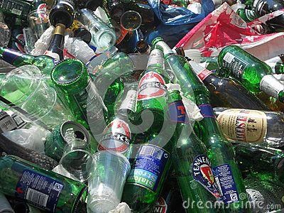 Mucchio caotico di bottiglie vuote, by IlViaggiatore. Testo intero sul blog