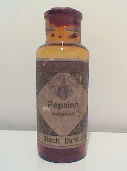 Frasco de medicamento, de vidrio color caramelo o ambar, de Pepsina Merck, Darmstadt.  luciar.rosario@gmail.com