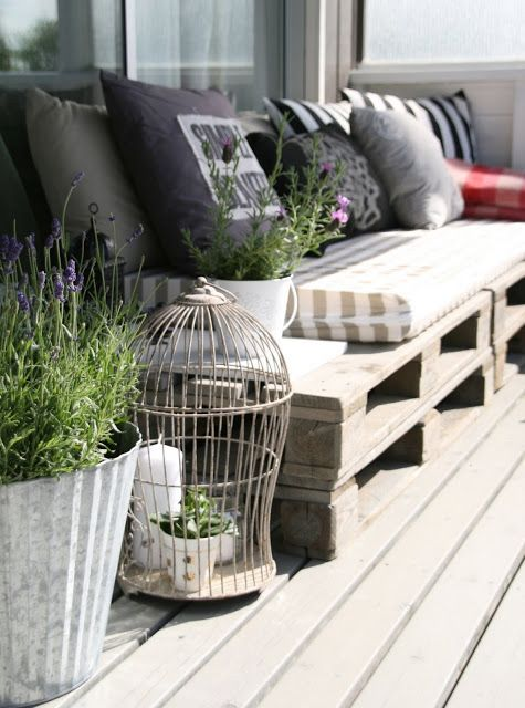 pallet sofa - perfect for on the balcony or patio.. Can be any lenth & height. Just put pillows on it & it looks lovely!