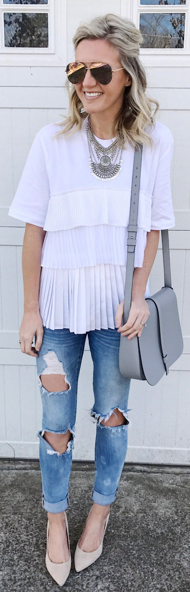 White Top / Grey Leather Shoulder Bag / Destroyed Skinny Jeans / Beige Pumps