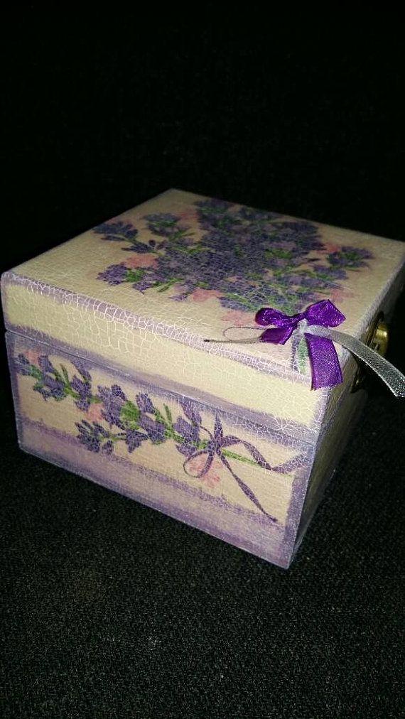 Hecho a mano caja lavanda decoupage por Decoupagethings en Etsy