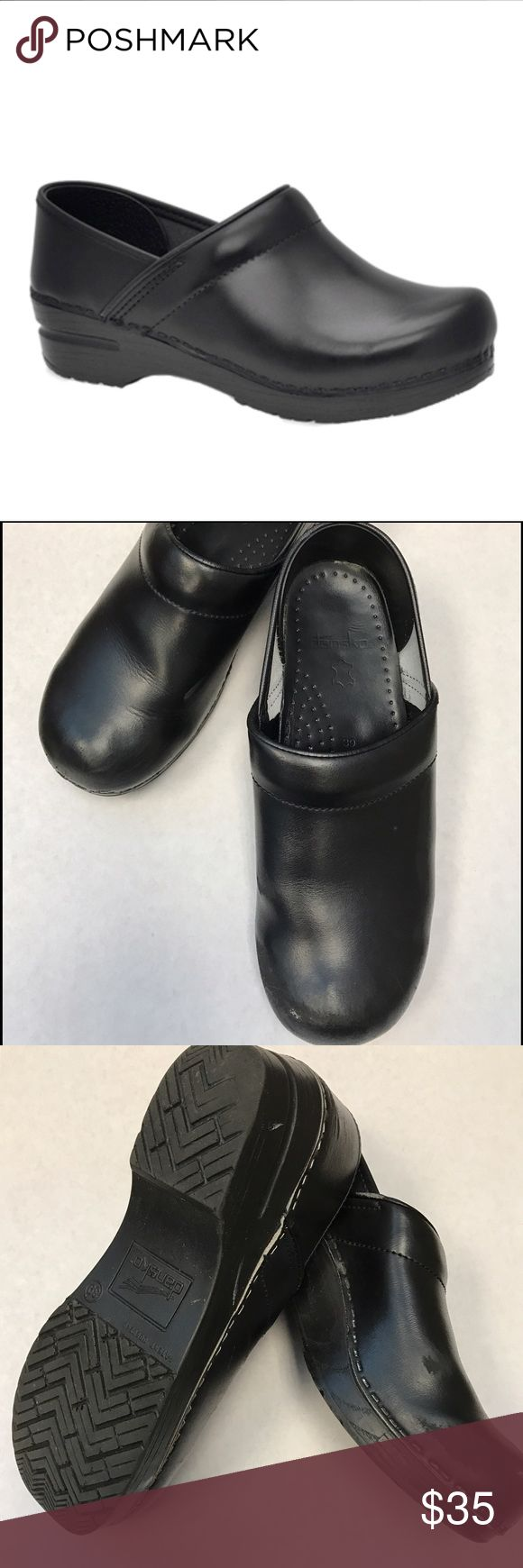 Dansko Professional Clogs Size 39/9 Womens // Very comfy // Scratches on toes (see pics) Dansko Shoes Mules & Clogs