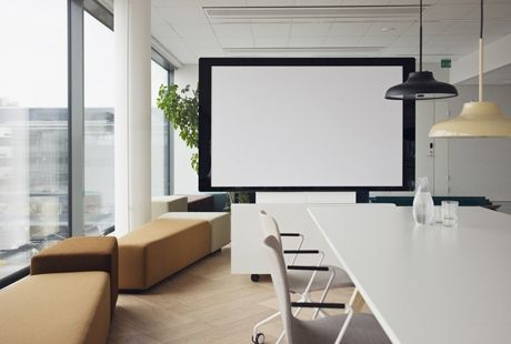 New innovation is here - Flow display and projector in the same product, using only usb to work. Showed with Diagonal sofas and Sola chairs.