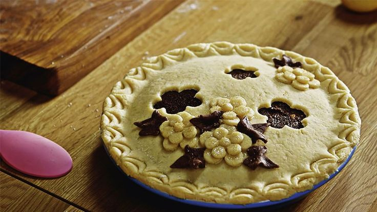 Paweł Małecki w Kuchni Lidla pokaże Ci, jak dekorować i zdobić tarty! Wystarczy tylko trochę rozwałkowanego ciasta kruchego!