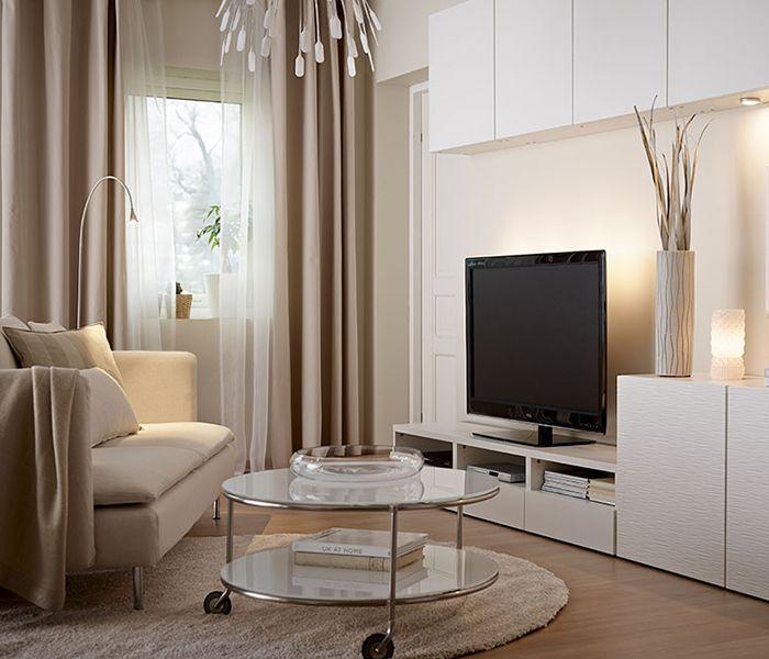 Rideaux occultants Ikea - Commençons notre promenade dans le monde des rideaux par un classique du genre : le rideau occultant. En bloquant la lumière, ce type de rideaux vous permet de regarder la télévision sans être gêné par les reflets du soleil en journée. Quand vient le soir, il conserve votre intimité en empêchant par exemple que vos voisins aient une vue sur tout ce qui se passe dans votre salon. Deux bonnes raisons d'aimer les rideaux épais beiges MERETE à œillets…