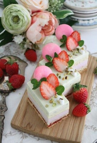 Strawberry and mint cake !! Design by Merci Bonnie