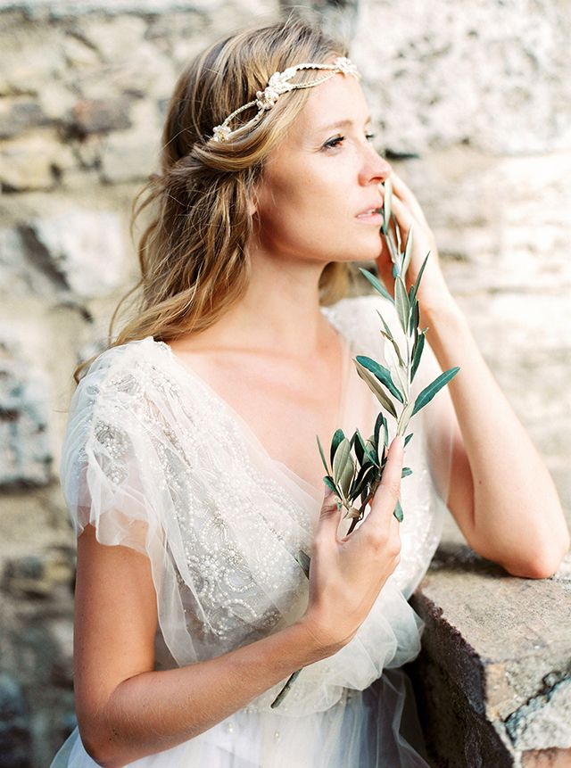 A Medieval princess.Tuscany, Italy. | fabmood.com #wedding #weddinghairstyle #bridal #elegant #tuscany