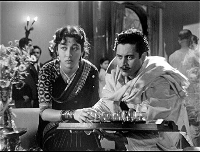 Guru Dutt and Mala Sinha in Pyaasa (1957) | Vintage bollywood, Old film  posters, Movie photo
