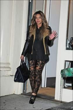 Zwangere stijlkoningin: Byoncé draagt legging met luipaardprint.