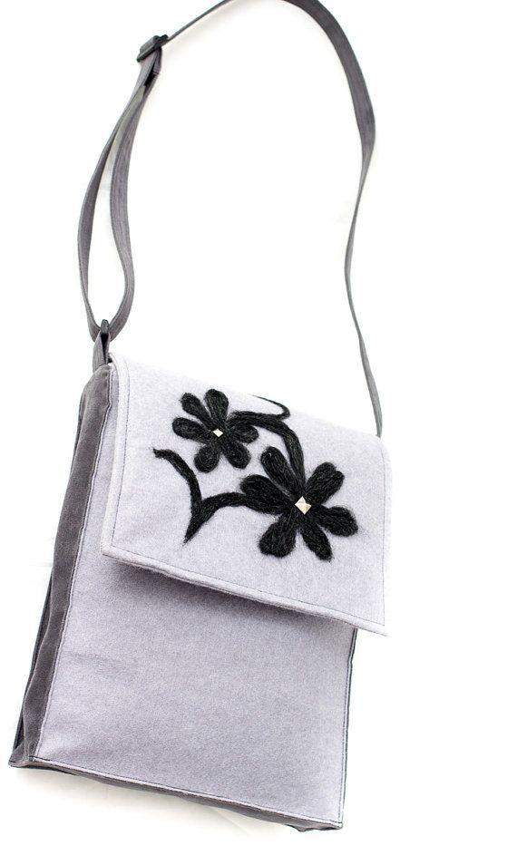 Gray messenger made of soft felt with a floral motiff. Handmade by Anardeko