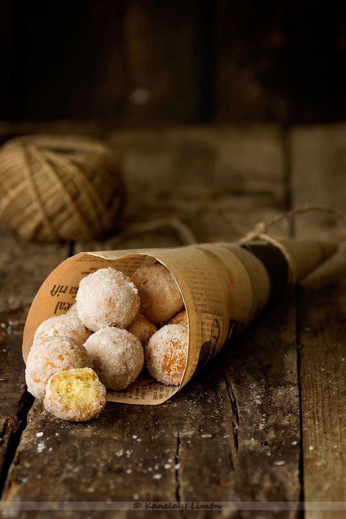 Este año me he decidido por lo dulces de carnaval de Italia . De allí son originarios estos castagnole  que vienen siendo una masa par...