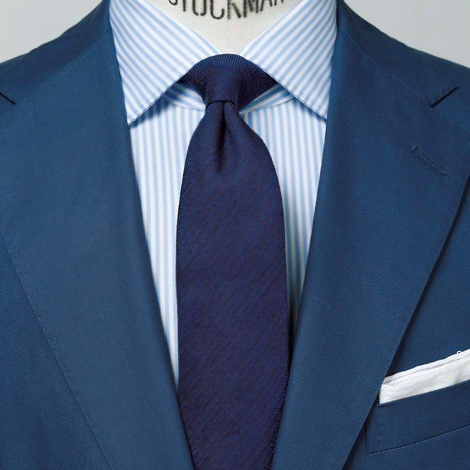 1分で分かるスーツのお洒落 ライトネイビー のネクタイで 胸元を引き締めて見せるには スーツ 30代 ファッション メンズ ネイビースーツ