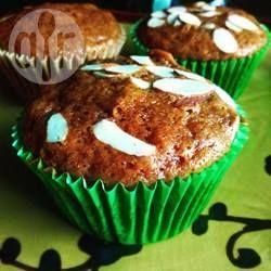 Kruidkoek in de vorm van muffins, gevuld met peer. Een heerlijke combinatie voor de herfst, alhoewel deze smaakvolle, smeuïge cakejes het hele jaar lekker zijn!