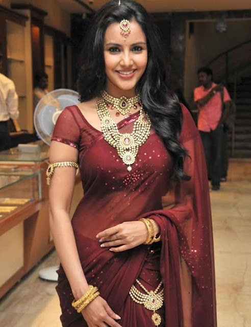 Actor Priya Anand In beautiful Saree and Jewellery