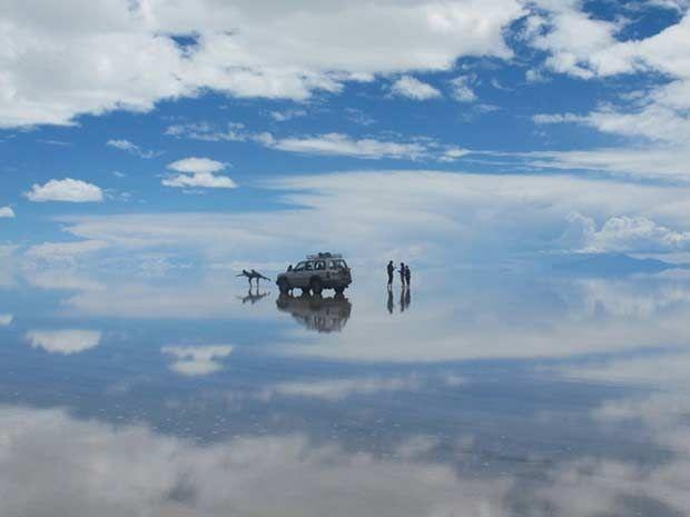 Salar de Uyuni, Bolívia. The world's largest salt flat, when it rains it turns into the world's largest mirror.