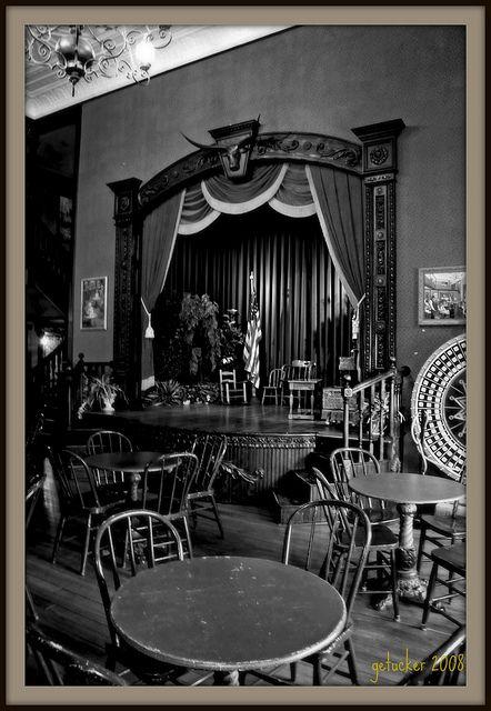 die besten 25 western saloon ideen auf pinterest westliche zeichen salon dekor und motiv. Black Bedroom Furniture Sets. Home Design Ideas