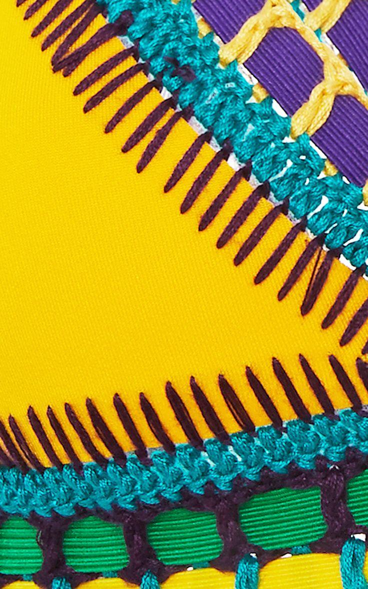 Ro Neon Threaded Yellow Bikini Top por Kiini - Moda Operandi